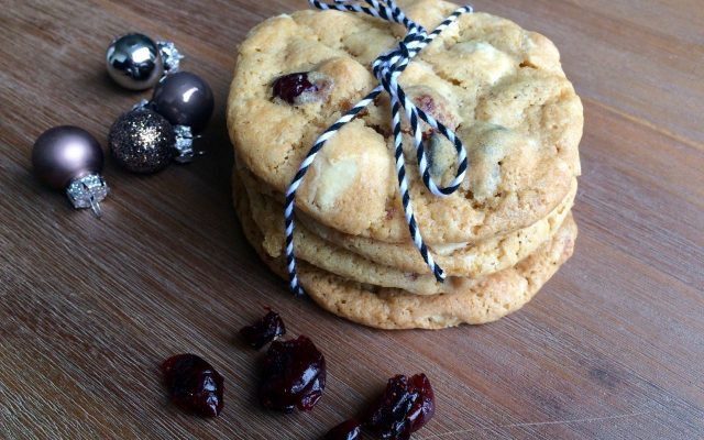 White chocolate chip cookies met macadamia & cranberries
