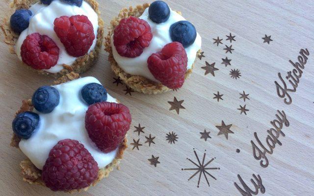 Granola ontbijtcups met yoghurt en fruit