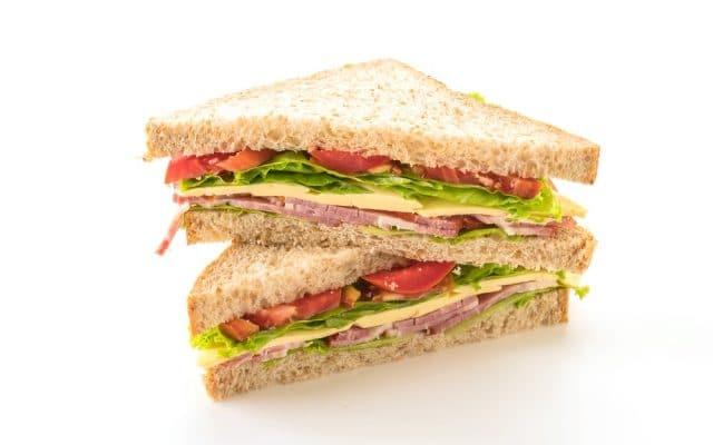 Geschiedenis van beroemde gerechten #4: nachos en sandwich