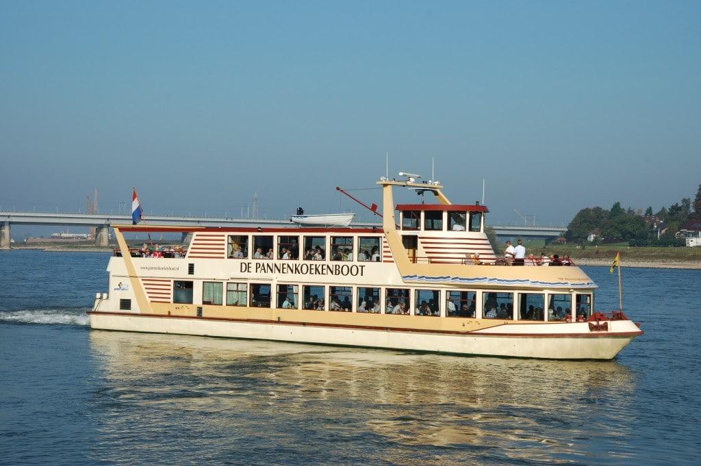 Bijzondere restaurants in voertuigen: de pannenkoekenboot