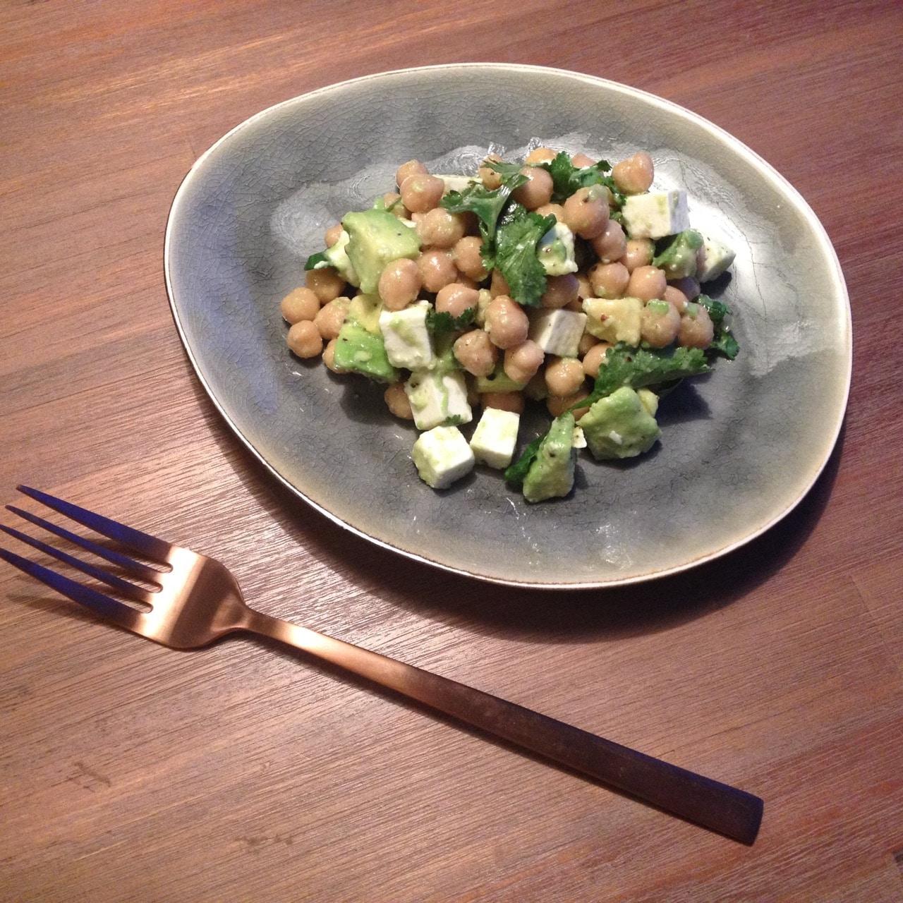 Kikkererwtensalade met feta en avocado