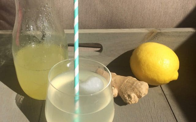 Homemade citroen-gember limonade