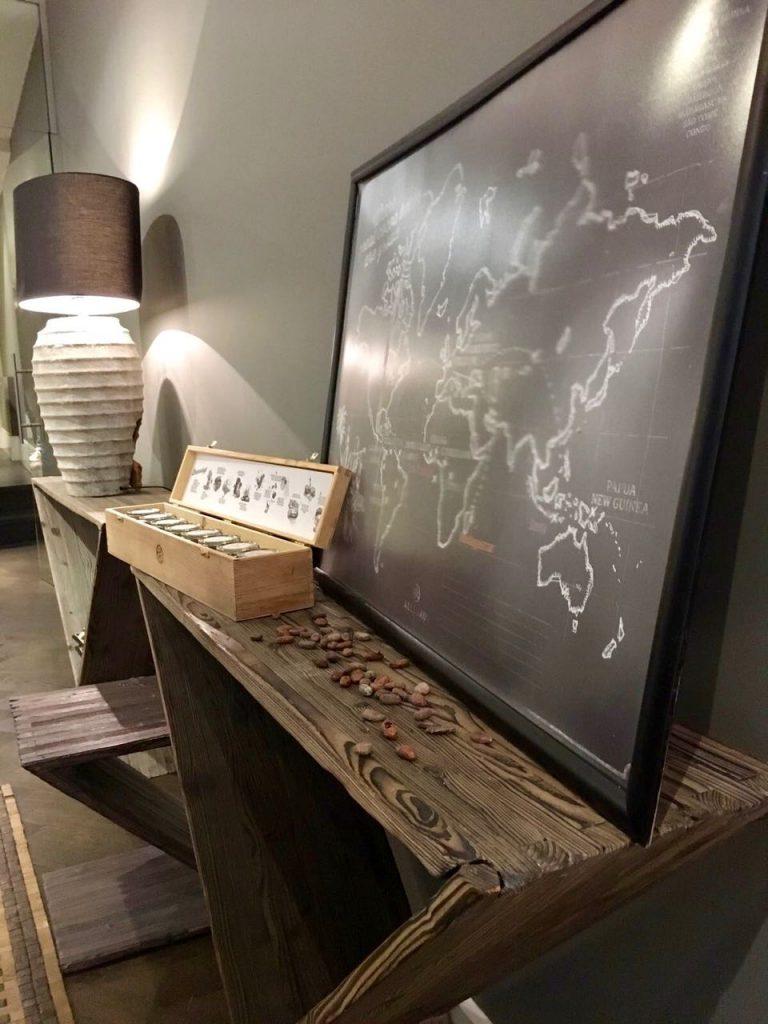 Lekkerste adresjes van Den Haag: Hop & Stork - Kaart chocolade