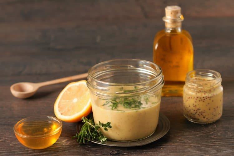 Zonder pakjes en zakjes: honing-mosterd dressing
