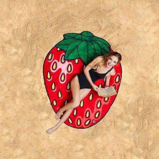 alles met en over aardbeien: strandlaken