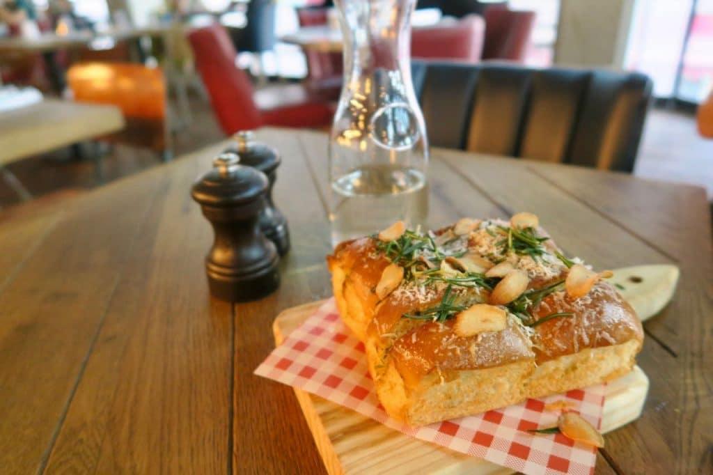 Knoflookbrood Jamie's Italian Den Haag