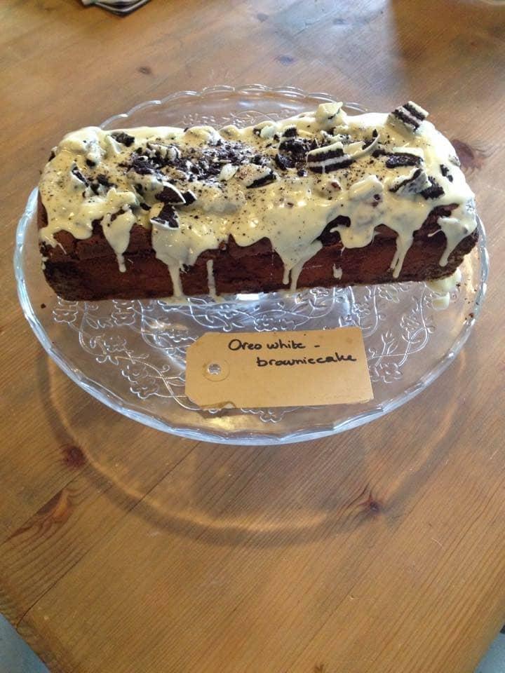 oreo-white brownie cake