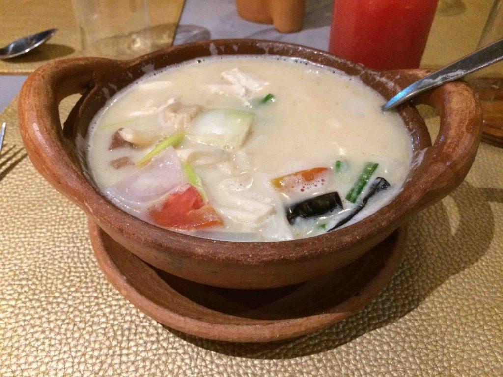 Thaise keuken: thom kha kai soep