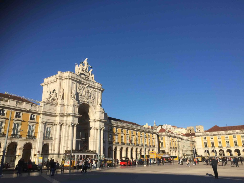 things to do in Lissabon- praca commercio