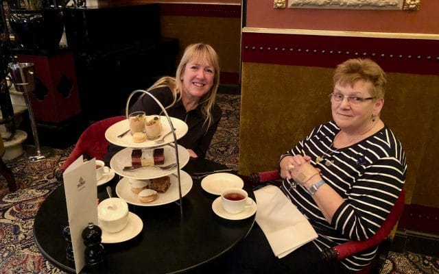 High tea in hotel Des Indes