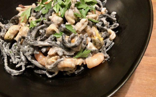 verse zwarte pasta