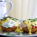 Geschiedenis van beroemde gerechten # 16: uitsmijter en eggs benedict