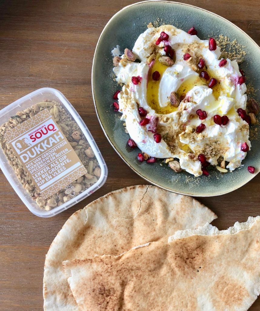 labneh met granaatappel en dukkah