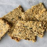 Gezonde crackers met pitten en zaden maken