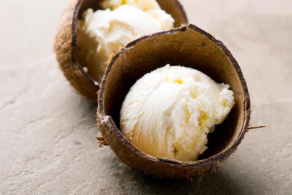 pina colada ijs in kokosnoot