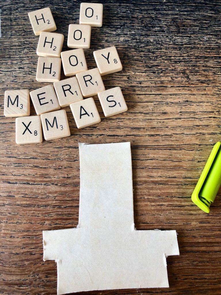 Kerstbal van Scrabble letters maken