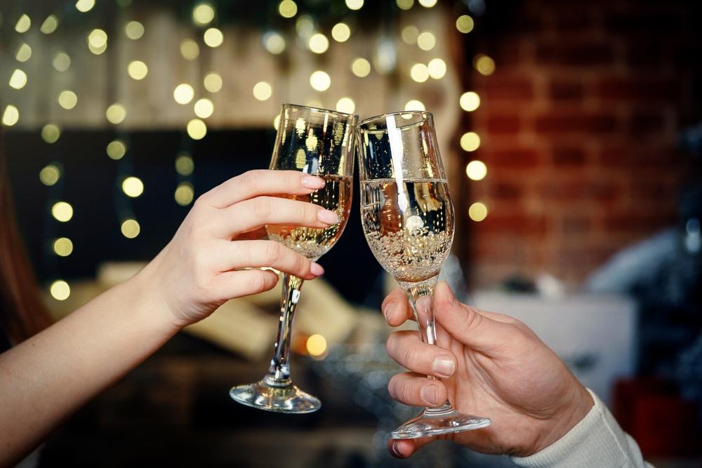 geschiedenis van beroemde gerechten - champagne in glas