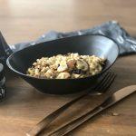 Salade van parelcouscous met paddenstoelen