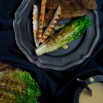 Kookboek 'We can bbq' en recept grilled Caesar salad