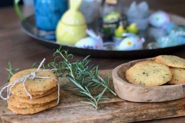 Parmezaanse kaaskoekjes met rozemarijn