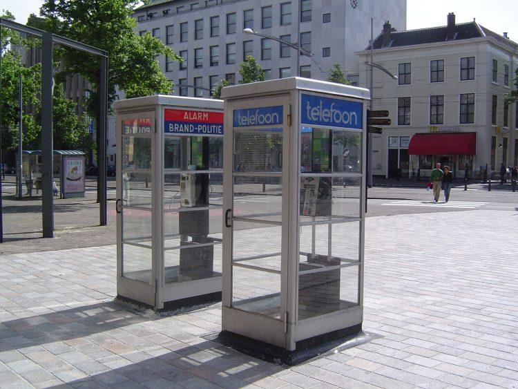 dingen van vroeger: telefooncel