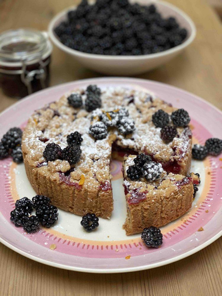 Pruimen-bramen crumble taart