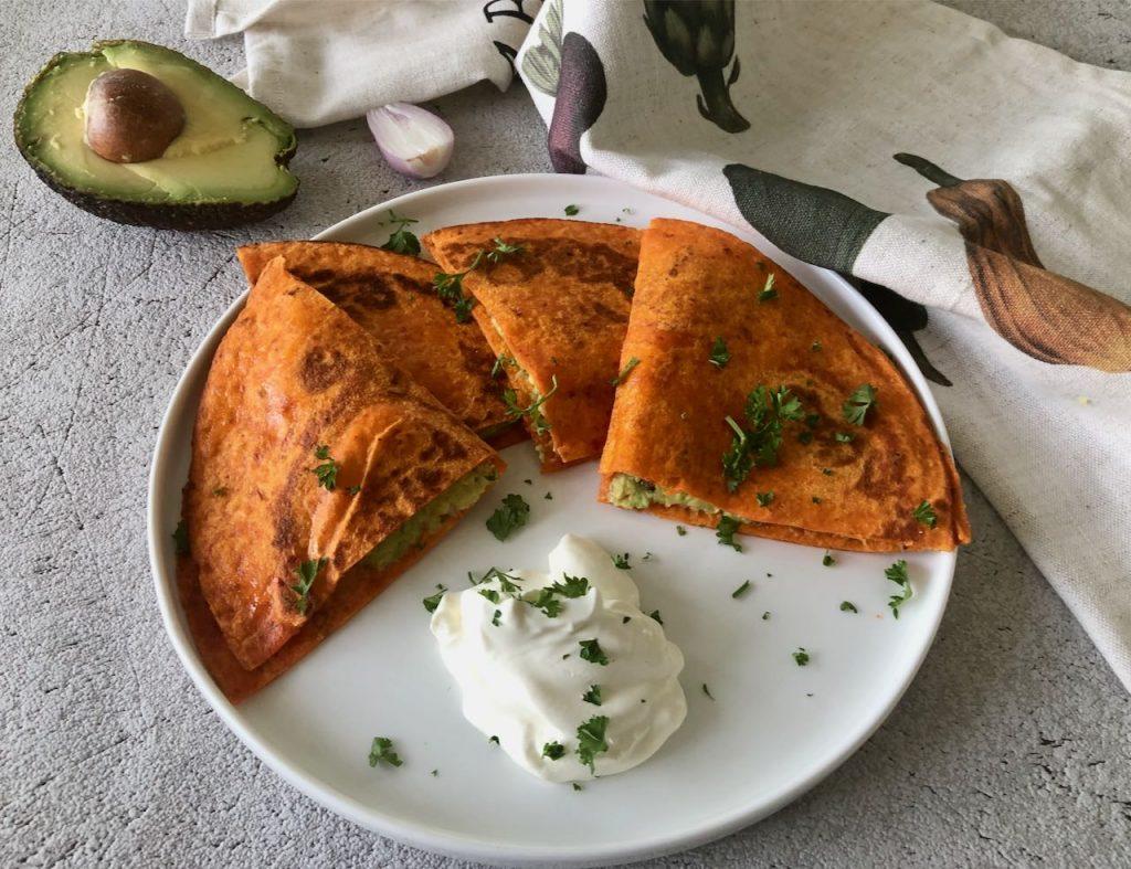 Quesadilla met avocado en kaas