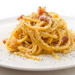 Geschiedenis van beroemde gerechten #33: insalata caprese en spaghetti alla carbonara