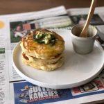Pancakes met tuinbonen en kruidenboter