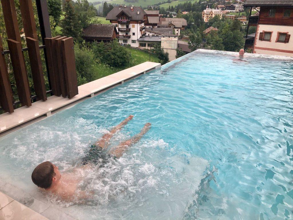 Hotel Stoa infinity pool